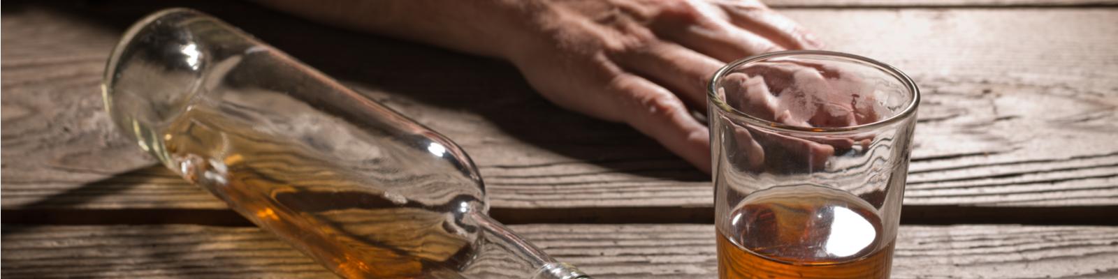 Со скольки лет можно покупать водку и продавать алкоголь в России и Москве?
